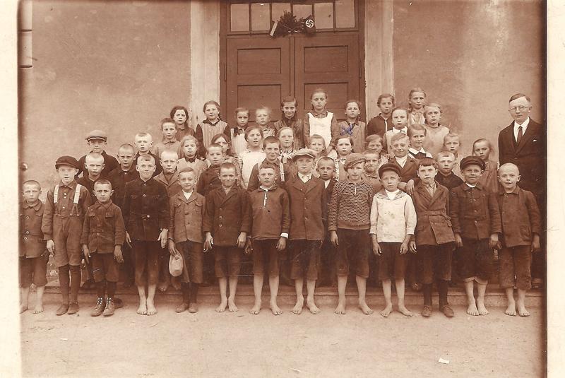 Z nauczycielem Pluttą, 13.05.1933 r. [Zbiory prywatne: rodzina Biskup, Niemcy]