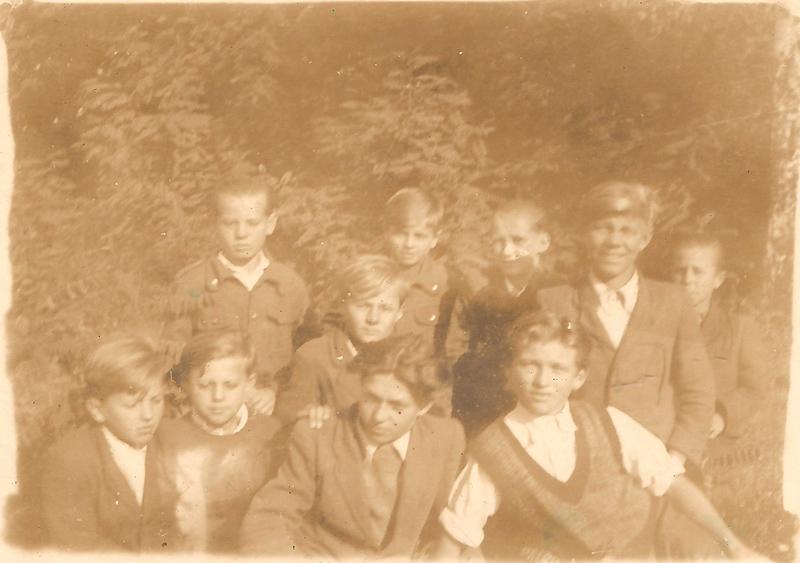 Uczniowie jednej z klas (lata 50.) [Zbiory prywatne: rodzina Lindner, Smolarnia]