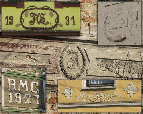 Przykłady istniejących do dzisiaj inicjałów i dat budów kilku z zabudowań w Smolarni i Serwitucie