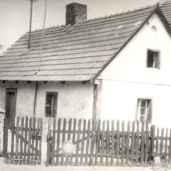 Dom, w którym mieszkała kiedyś rodzina Walczyk (1992 r.) [Archiwum WUOZ w Opolu, fot. Maria Bitka]