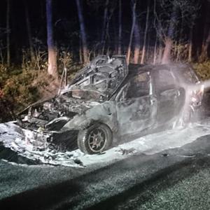 Pożar samochodu osobowego na drodze wojewódzkiej