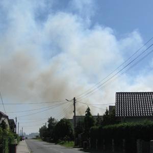 Pożar ścierniska i lasu w Smolarni